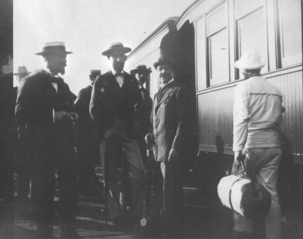 People boarding the Baltimore & Annapolis Railroad at Bladen Street Station. Annapolis, Maryland. Circa 1895. Source: Maryland State Archives.