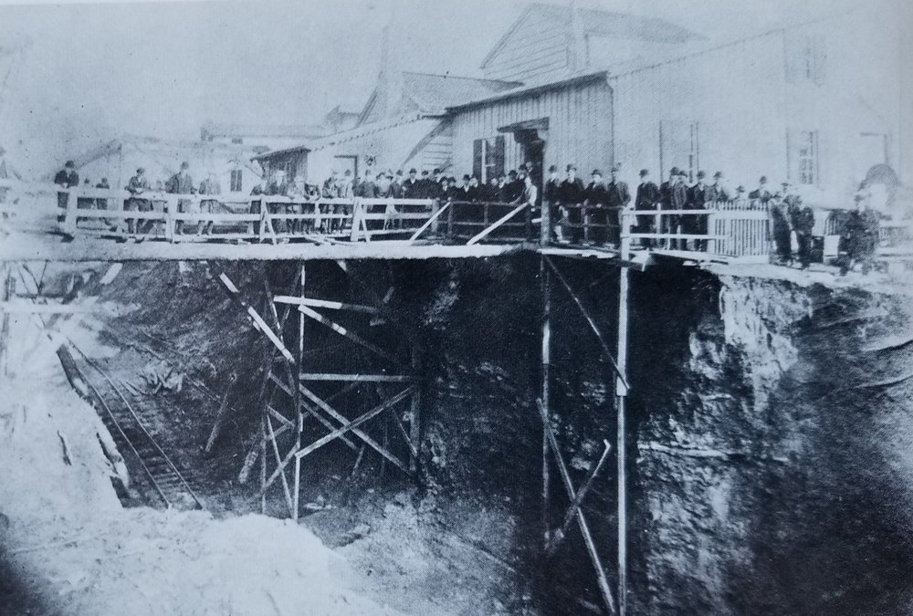 Construction of the Westport Tunnels. Date: 1906. Source: John E. Merriken Collection.