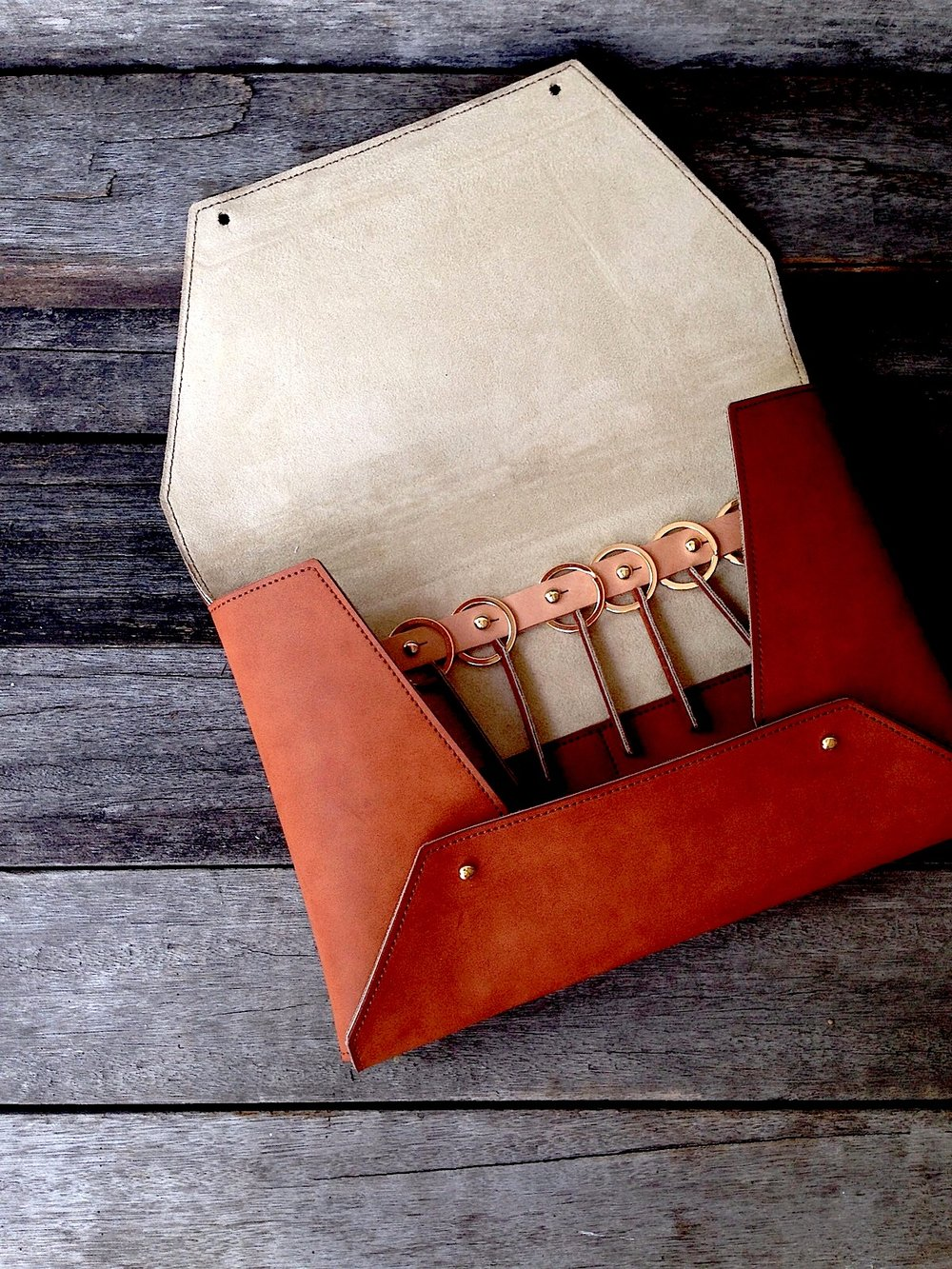 34life-corporate-events-workshops-gifts-products-designs-key-holder-set-brown-02.jpg