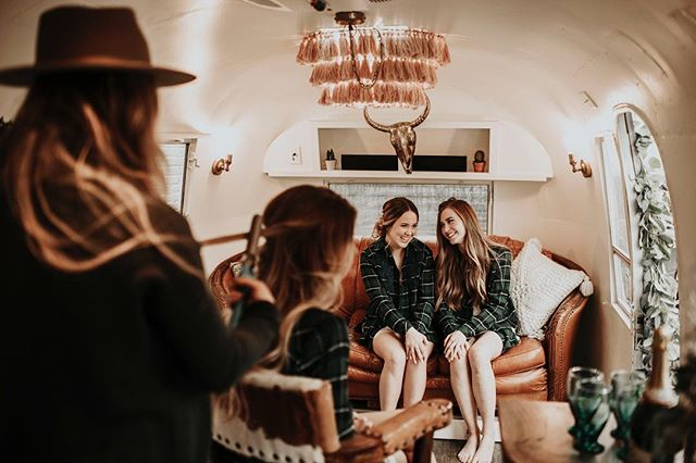 Okay but seriously who WOULDN'T want to spend their big day getting ready in this frickin' CUTE airstream!! Finally finished with all of the cute images from this day😍  Hair: @lindsayhareharestream @hairbyhare @heatherhairandbridalstylist  Models: @cassidy_dullanty @madisenwelliver @emilymurphy98 @westdesperado
