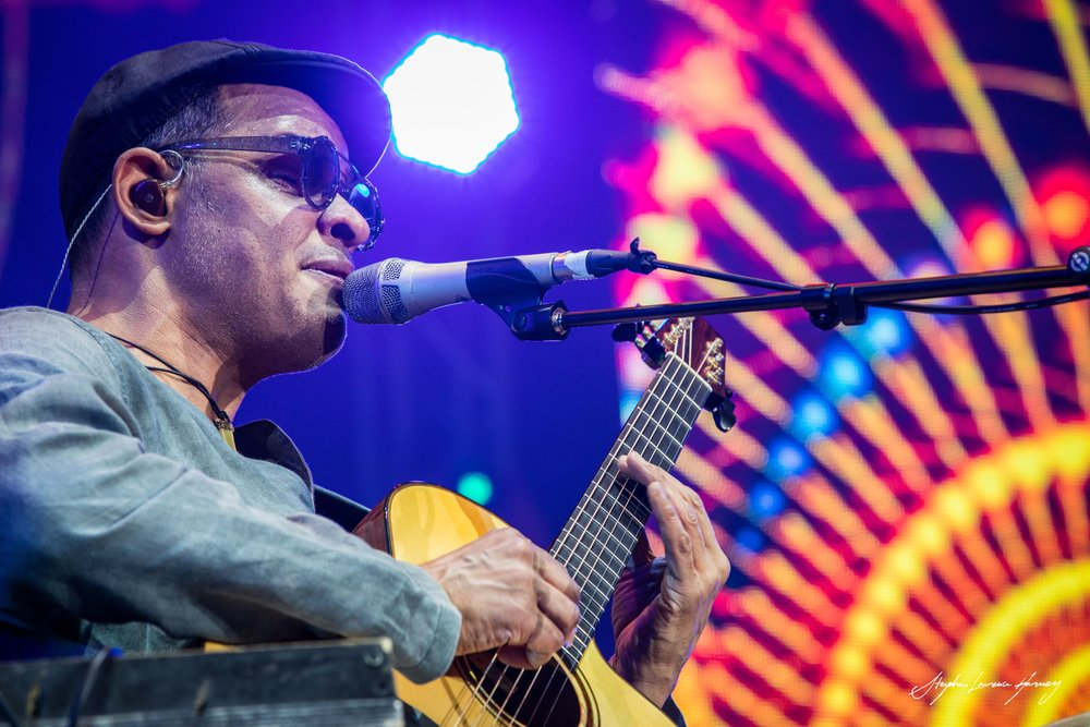 Raul Midón - SLH shot directed and produced this reportage on the incredibly gifted Raul Midón during his 2017 visit to perform at SIngJazz. Raul discusses a range of topics and shares news and thoughts on his latest album project...
