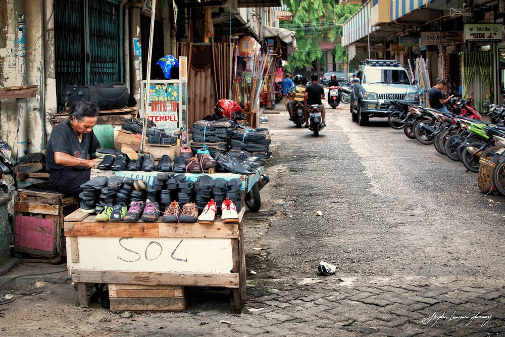 Batam street cobbler (1 of 1) copy.jpg