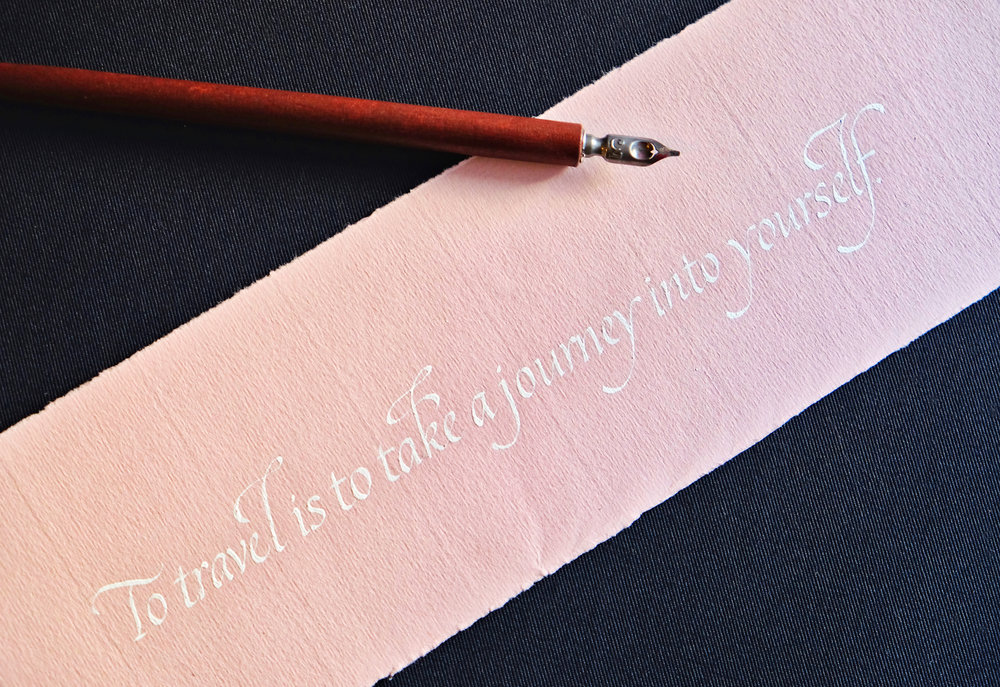Travel Quote in Italic - Tools: Soennecken nibInk: Bleedproof WhiteSubstrate: Hahnemühle Bugra paper in Mellow Pink