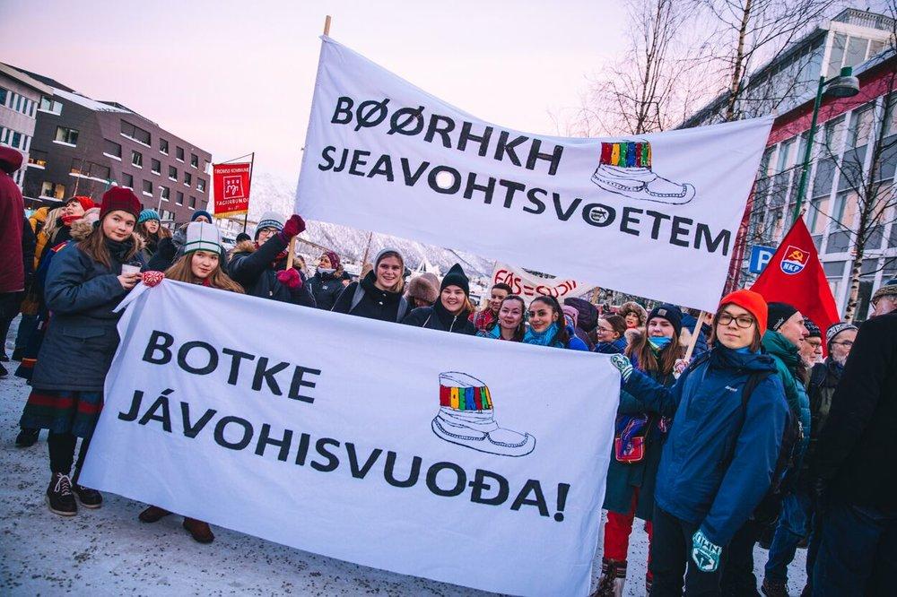 Botke jávohisvuođa!  Noereh holdt både appell og gikk under egen parole på kvinnedagen. Et viktig fokus under årets landsmøte var vold og overgrep i Sápmi. Foto: Mads Suhr Pettersen