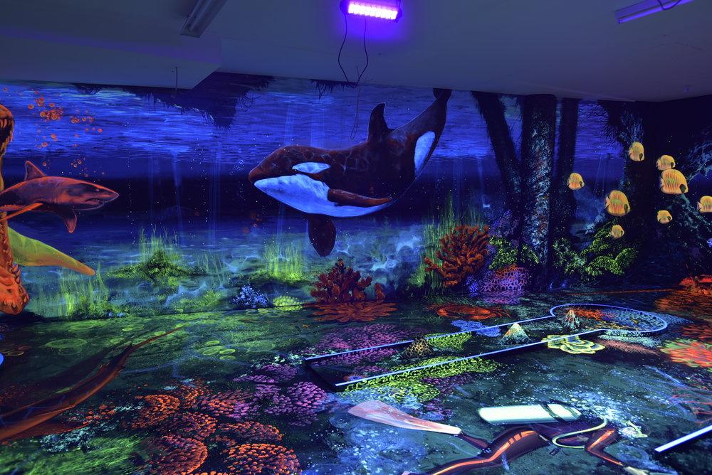 3D UV minigolfpálya festés vertigo murals dekorációs falfestés 3D festés dekor festés 3d festés uv festék beltéri dekorációs falfestmény
