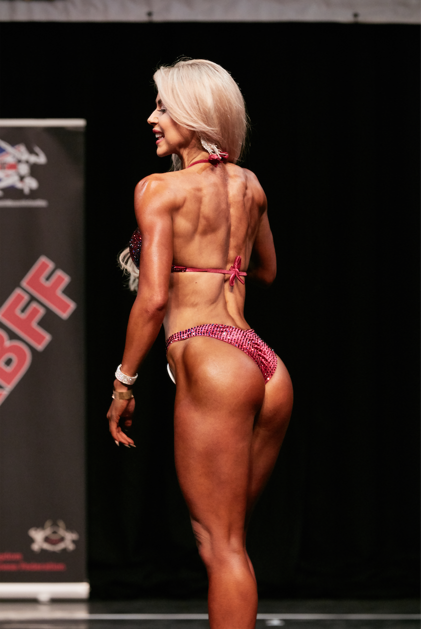 Lisa shows her glute game is strong at the UK Nationals. PHOTO: Christopher Bailey.