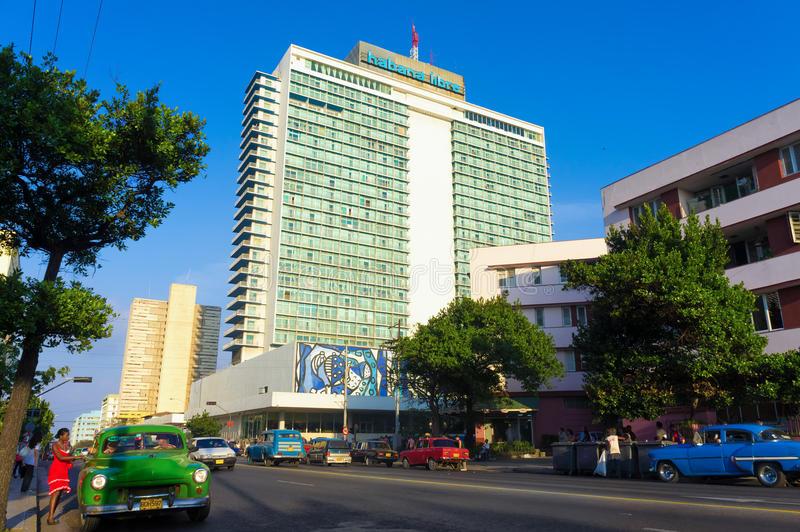 modern-neighborhood-el-vedado-havana-28202984.jpg