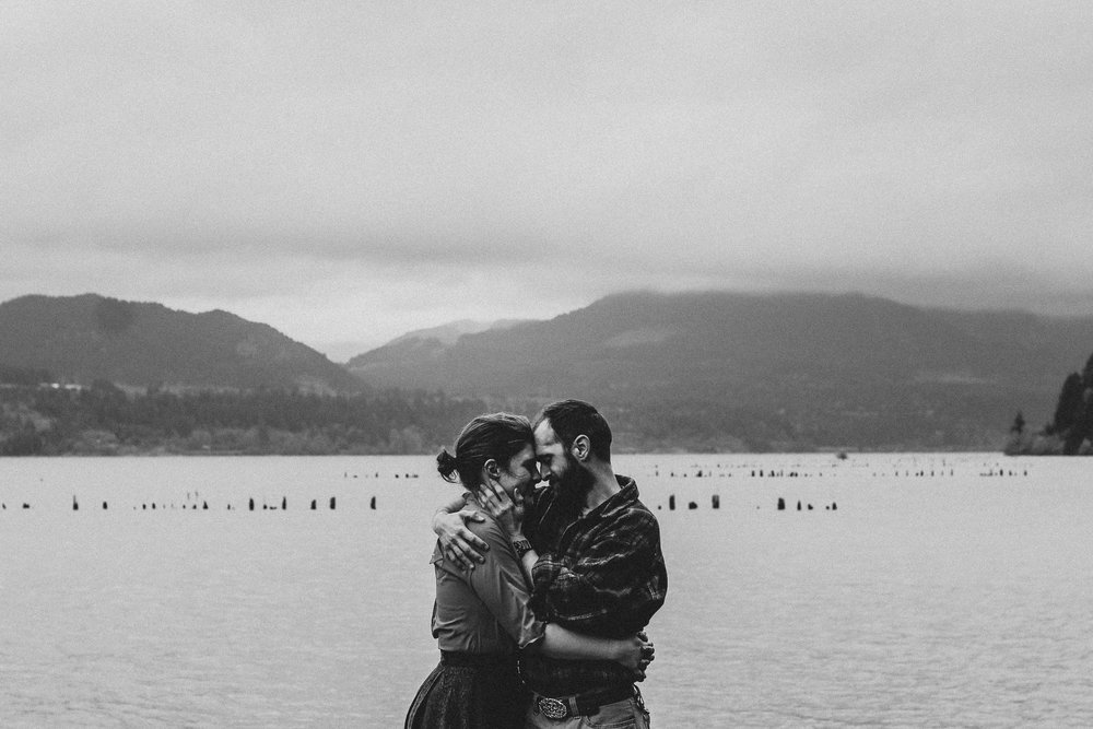 Columbia River Gorge Cascade Locks  Oregon Engagement Photography