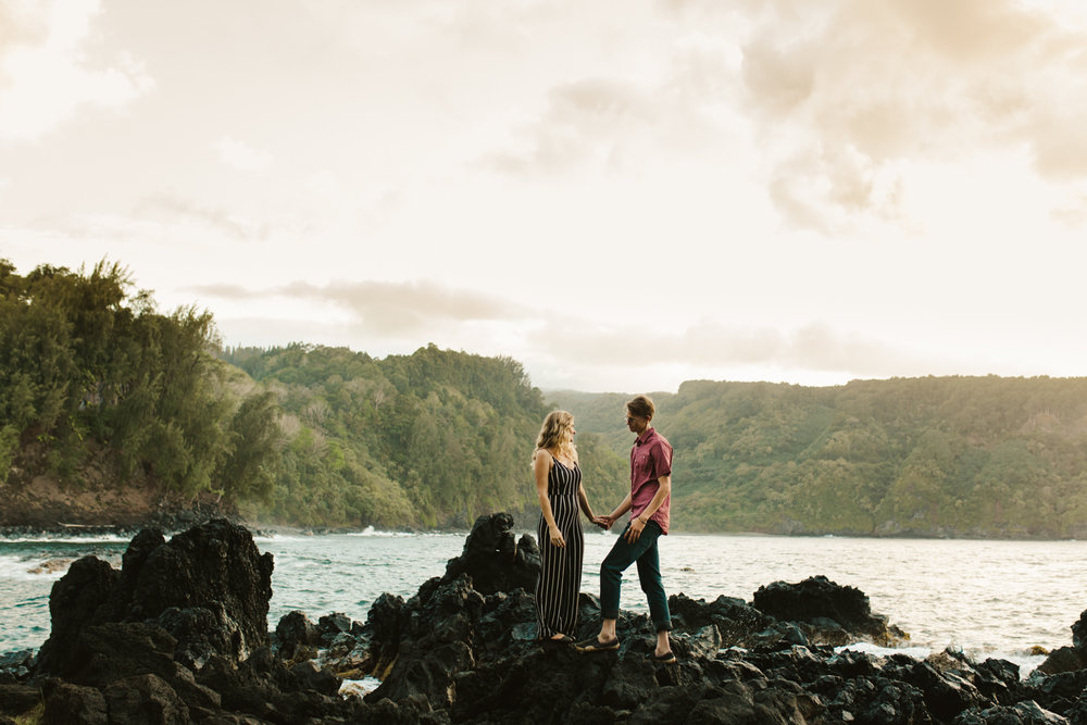 couples_adventure_photographer_maui_hana-11.jpg