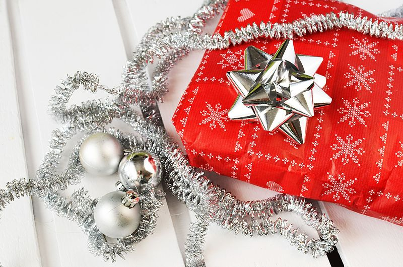 By www.Pixel.la Free Stock Photos (gift-present-christmas-xmas) [CC0], via Wikimedia Commons