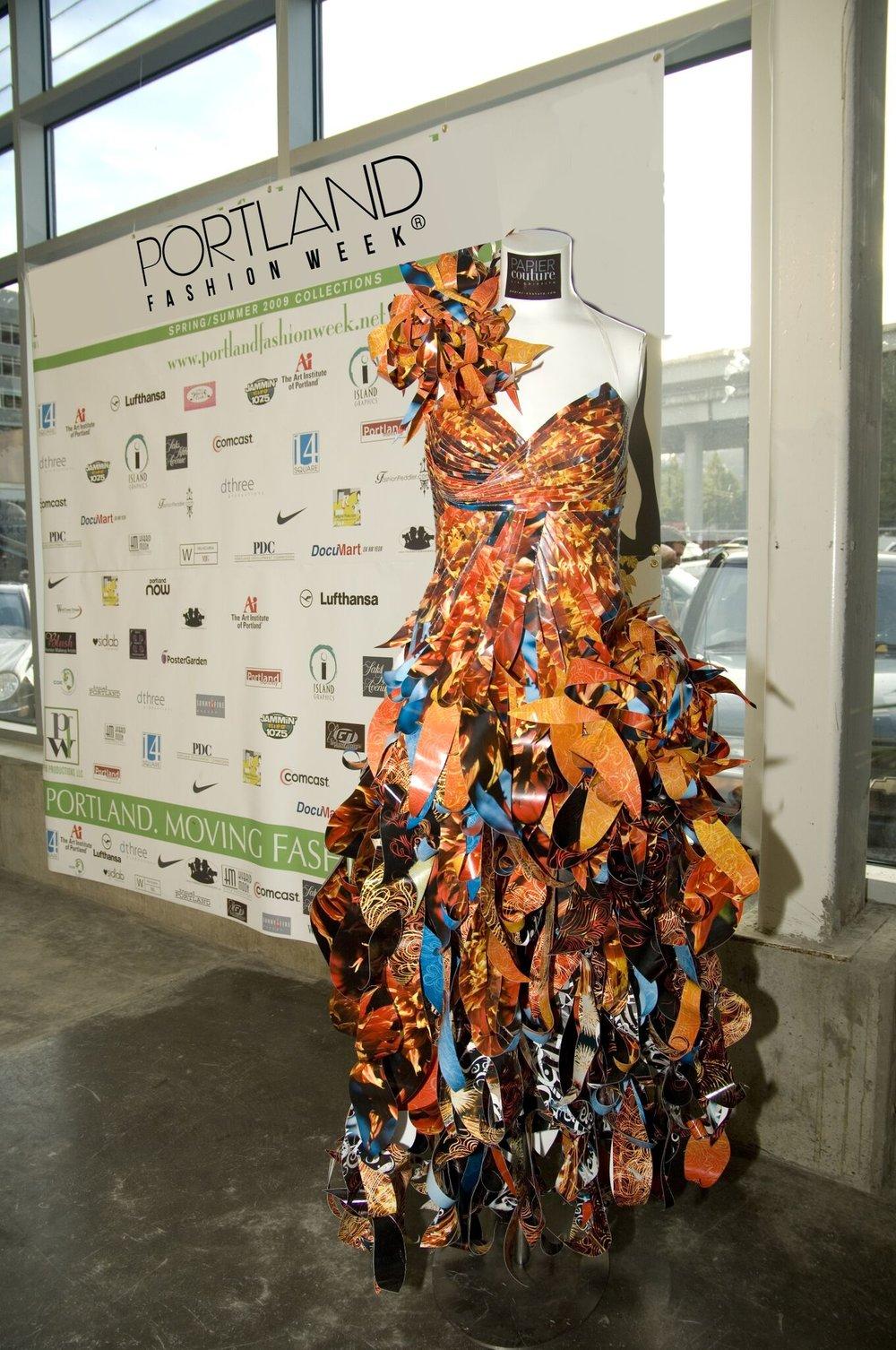 pfw 2007 paper dress - Copy.jpg