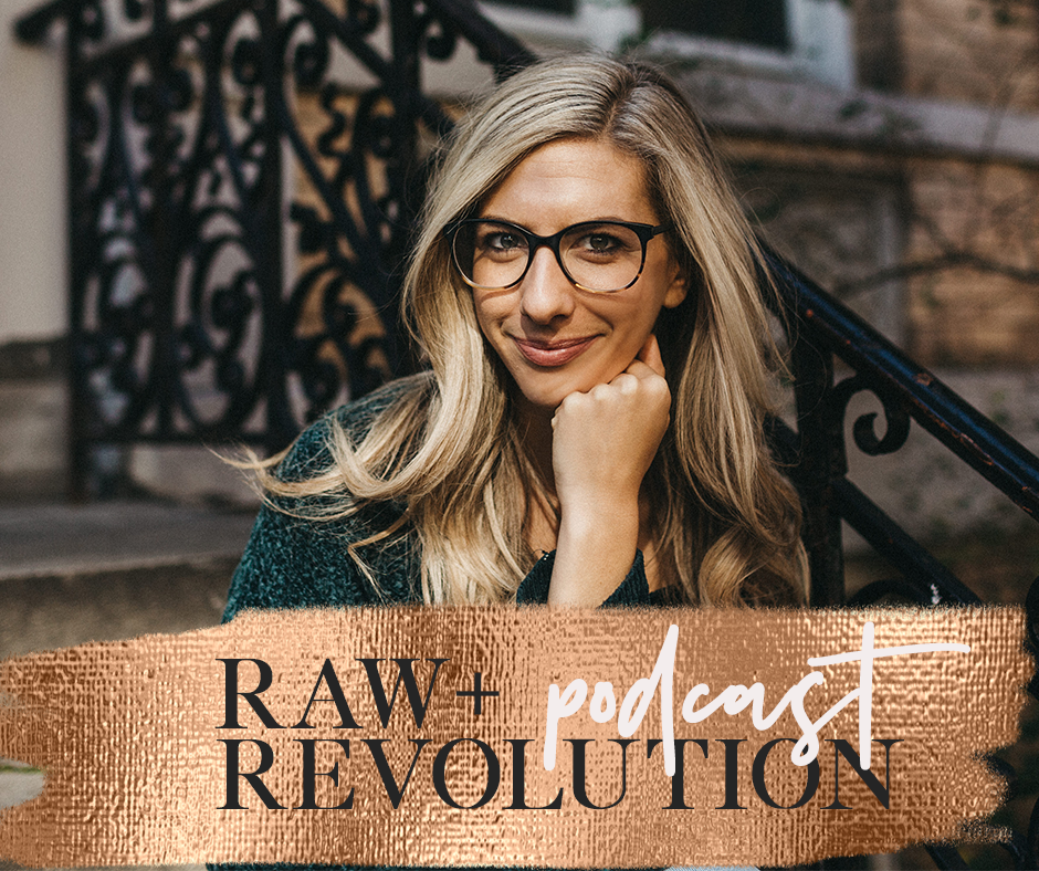 Letting It All Out - We chat with fellow wellness podcaster, Katie Dalebout about all things real, raw and vulnerable. Katie shares how she side hustled to podcast success, has a new spin on manifestation, finds it easier to be more vulnerable in public AND how to use journaling as a tool to connect into your intuition.Photo credit: Abbey Moore