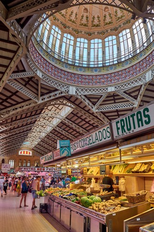 juan-gomez-The Central Market of Valencia, viazoe.jpg