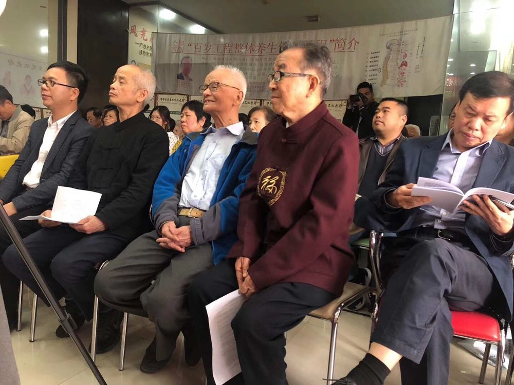 Front row, second from the right, Prof. Xiao Xinhe, third, Prof. Li Zequan, fourth Dr. Wu Mingjie