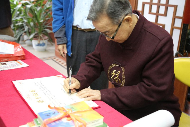 Prof. Xiao signing on Dr. Wu's apprenticeship certificate