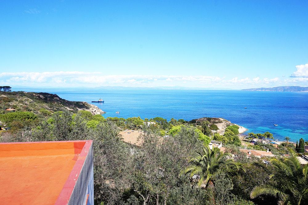 Villa horizon view