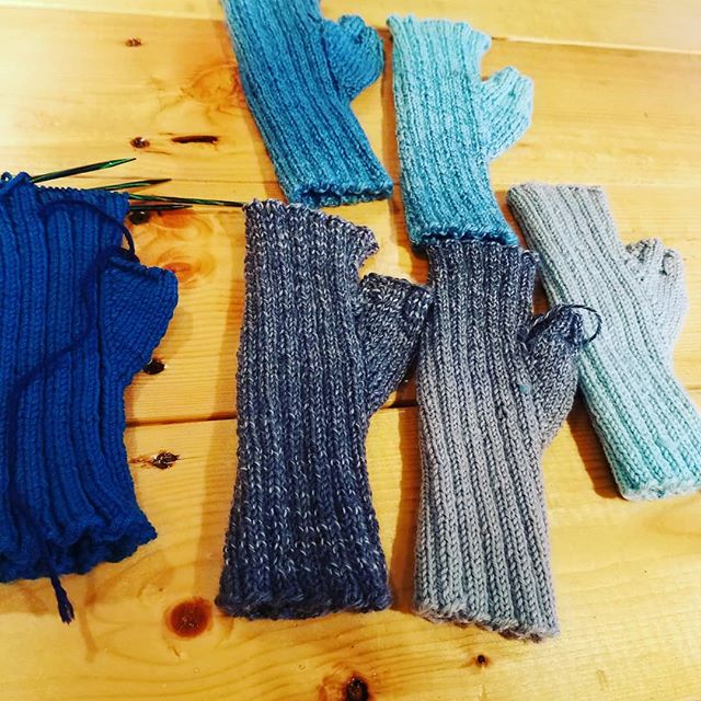 Marie and her gradient gloves!! How cool!!! #spinningangelasweb @thebarnyarn