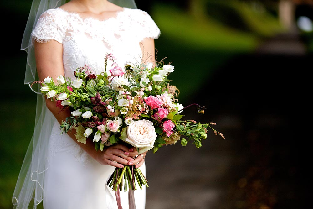 1-wilde-thyme-wedding-event-florist-flowers-bridal-bouquet-garden-roses-hellebore-snowberries.jpg