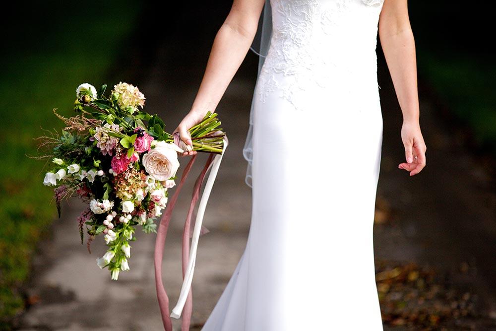 4-wilde-thyme-wedding-event-florist-bridal-flowers-silk-ribbons.jpg