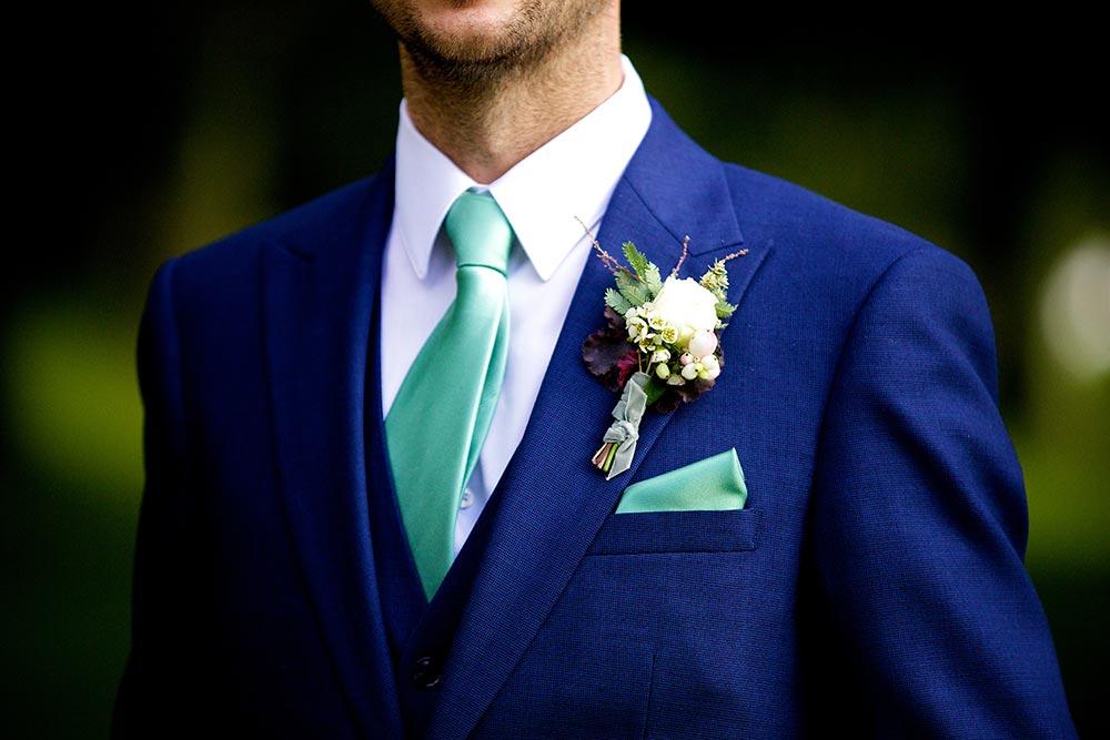 5-wilde-thyme-wedding-event-florist-flowers-buttonhole-velvet-binding.jpg