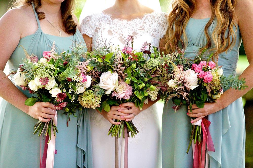 6-wilde-thyme-wedding-event-florist-bridal-flowers-silk-ribbon.jpg