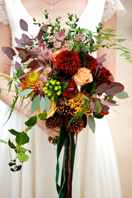 12-wilde-thyme-winter-wedding-bridal-bouquet-velvet-ribbon.jpg