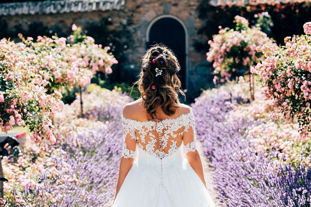 3-wilde-thyme-bride-flowers-wedding.jpg