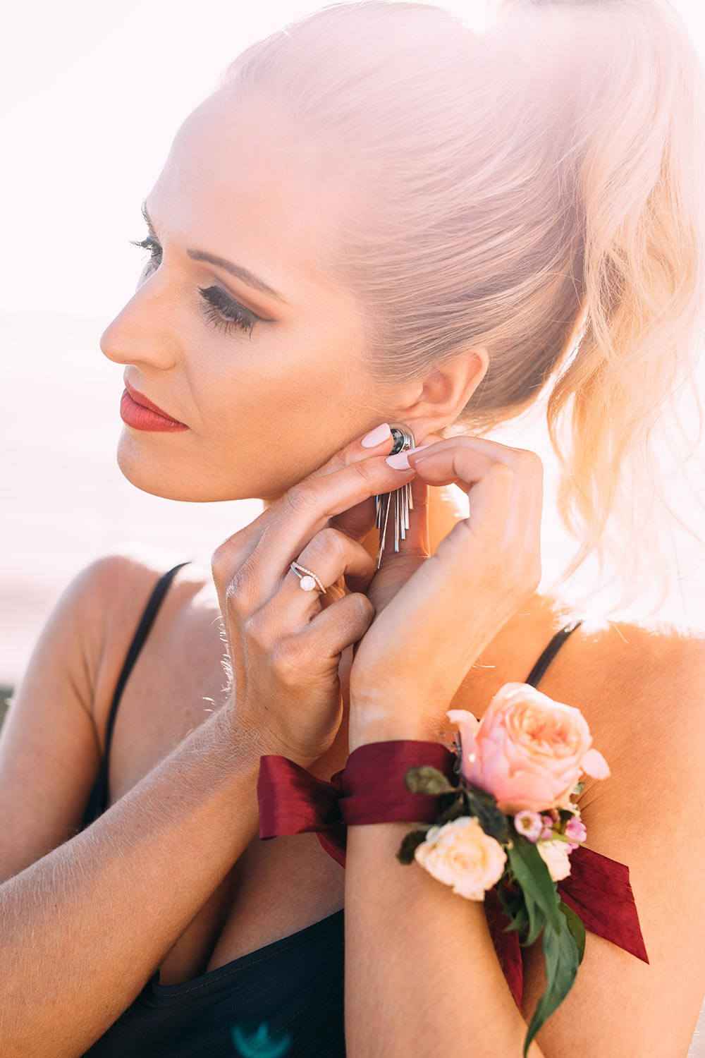 17-wilde-thyme-retro-beach-photoshoot-wedding-flowers-styled-by-cherish-st-ouen.jpg