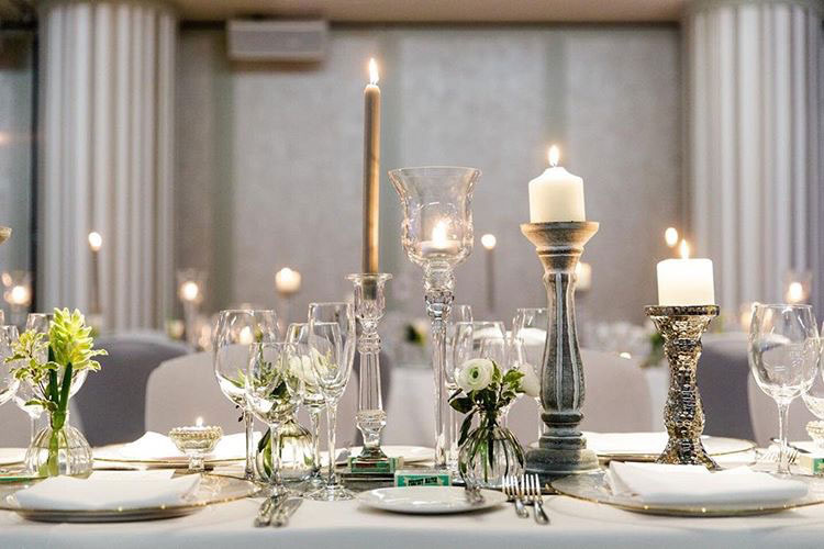8-wilde-thyme-wedding-table-decor-glass-candle.jpg