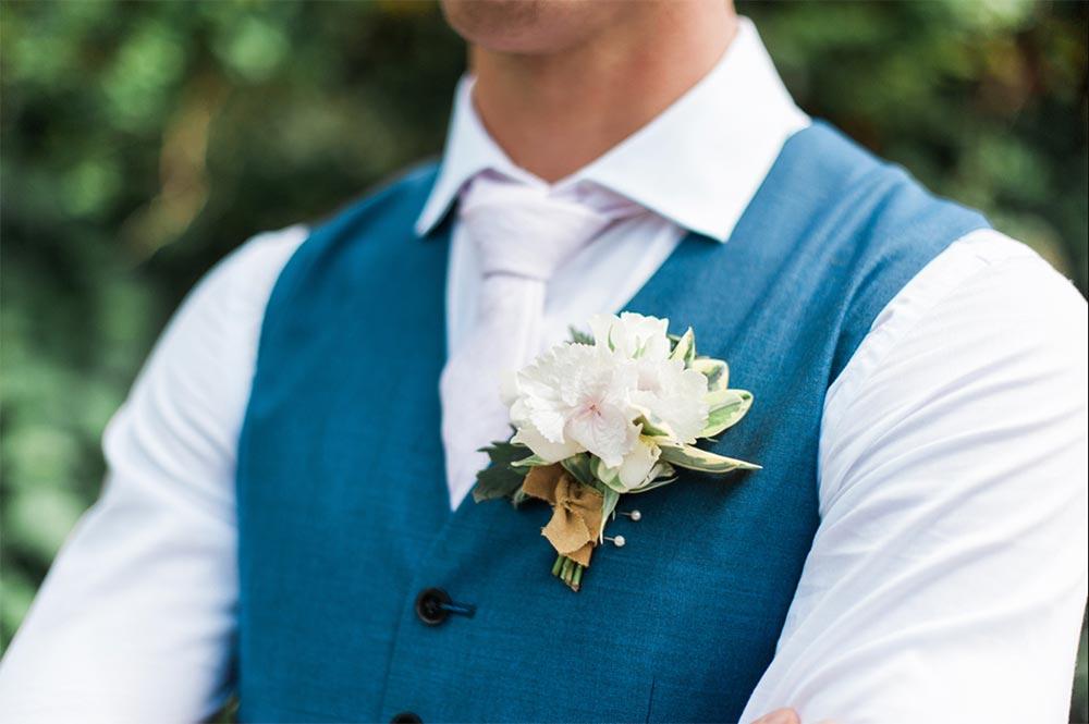 4-wilde-thyme-wedding-bridal-flowers-buttonholes.jpg