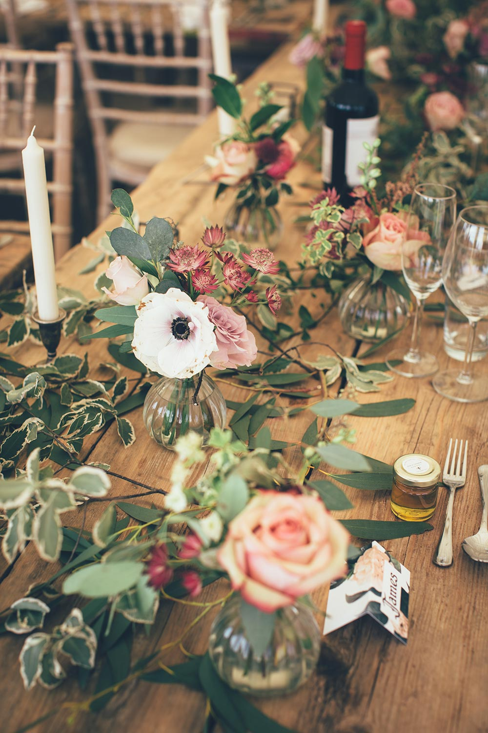 4-wilde-thyme-wedding-flowers-rustic-wedding-tables-decor.jpg