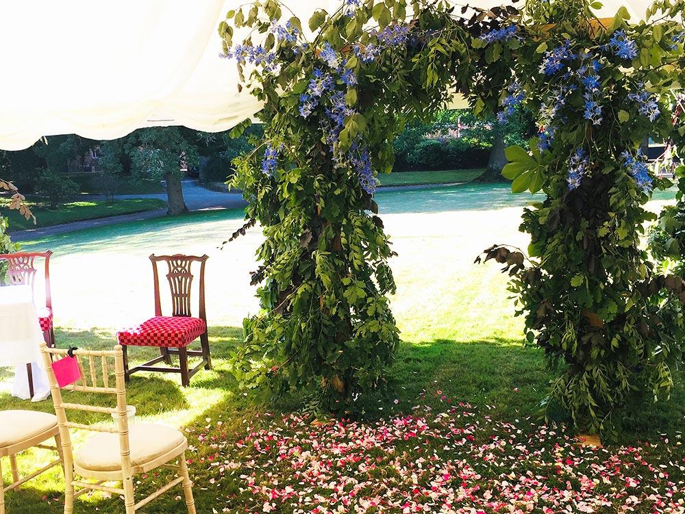 2-wilde-thyme-wedding-florist-jersey-arch-ceremony-decor.jpg