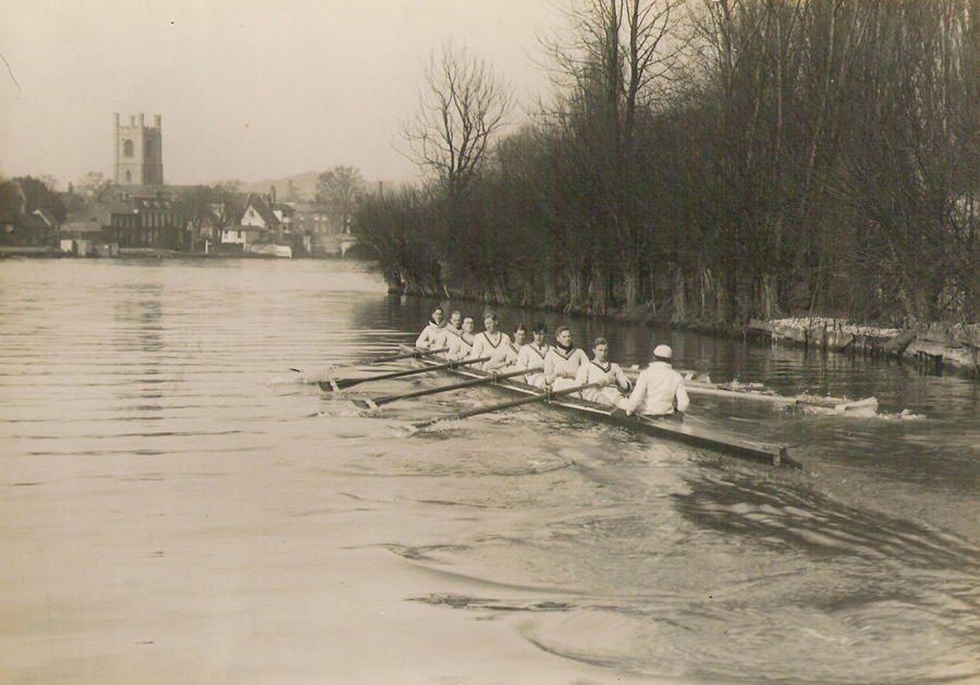 The RUBC VIII 1928-29 at Henley.