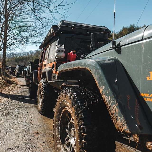 Communication is kept constant with the help of @midlandusa GMRS radios. From front to back, the convoy is covered. And we all know, communication is key. 6db antenna shown putting in work here. 📸- @st8ton ⠀⠀⠀⠀⠀⠀⠀⠀⠀ 💻- www.hivisoverland.com⠀⠀⠀⠀⠀⠀⠀⠀⠀ ⠀⠀⠀⠀⠀⠀⠀⠀⠀ Share with us how you stand out where it counts! Give us a tag @hi.vis.expeditions and use #hivisexpeditions!⠀⠀⠀⠀⠀⠀⠀⠀⠀ ⠀⠀⠀⠀⠀⠀⠀⠀⠀ Sponsors: @renogysolar @midlandusa @ltwrightknives @gotyoursixcoffee⠀⠀⠀⠀⠀⠀⠀⠀⠀