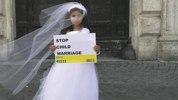 - Leave us kids alone: A look at child marriage in the US and beyondBette Brown | December 15, 2018More than 12m girls around the world, some not even teenagers, are married before the age of 18.There were at least 207,468 such marriages in the States between 2000 and 2015, or an average of almost 40 a day.Child marriage, defined as any formal marriage or informal union where one or both parties are under 18, is banned outright in only two US states.But now a number of states have been galvanised into action to try to halt the practice.