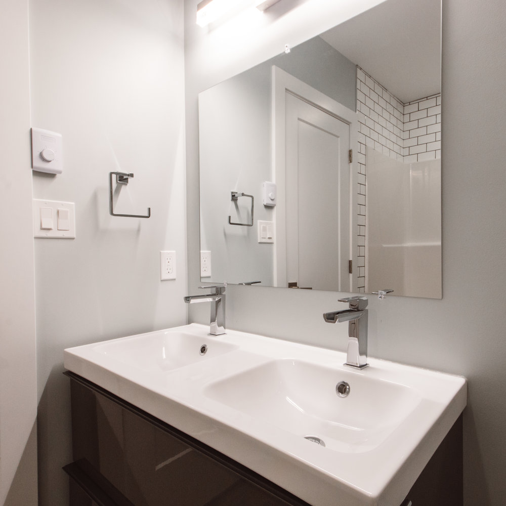 Suite3_Bathroom4.jpg