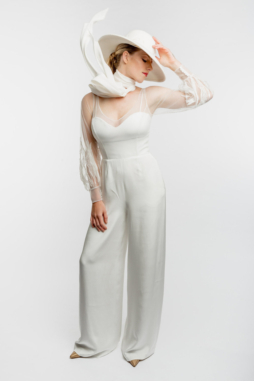 Modehaus Florence | wedding pantsuit with a scarf and hat | sweetheart neckline | Under the Veil wedding podcast