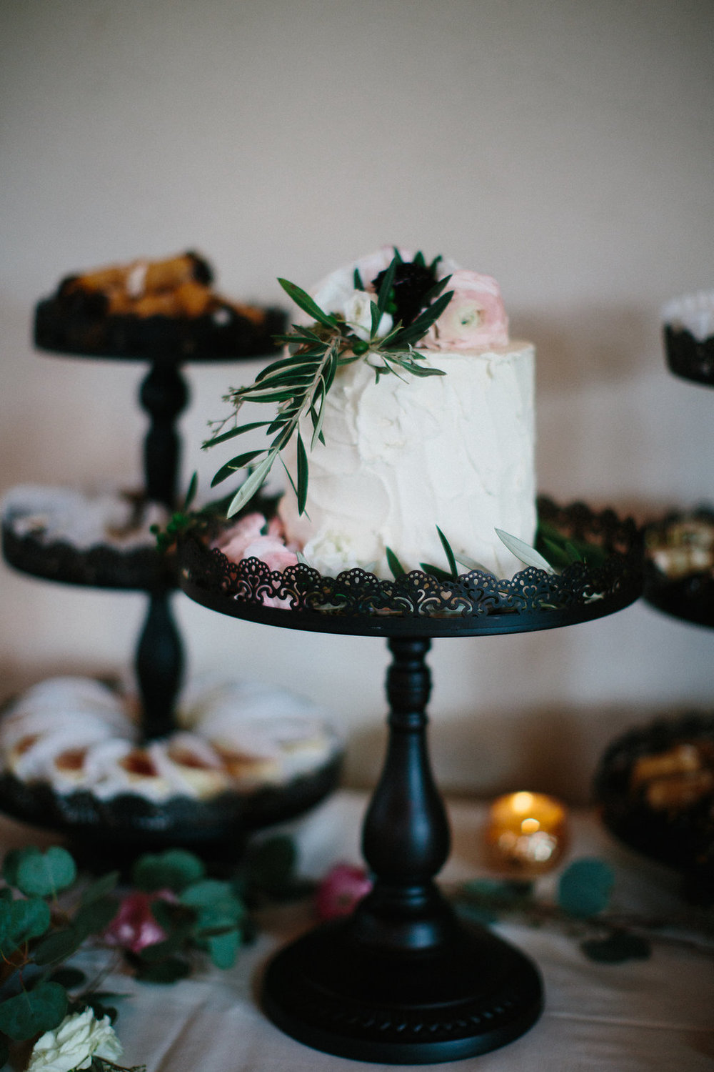 Amy's cupcake shoppe cake | Artemesia cake flowers | Kristina Lorraine Photography | Sixpence Events and Planning | wedding podcast | Villa Bellezza wedding venue in Wisconsin
