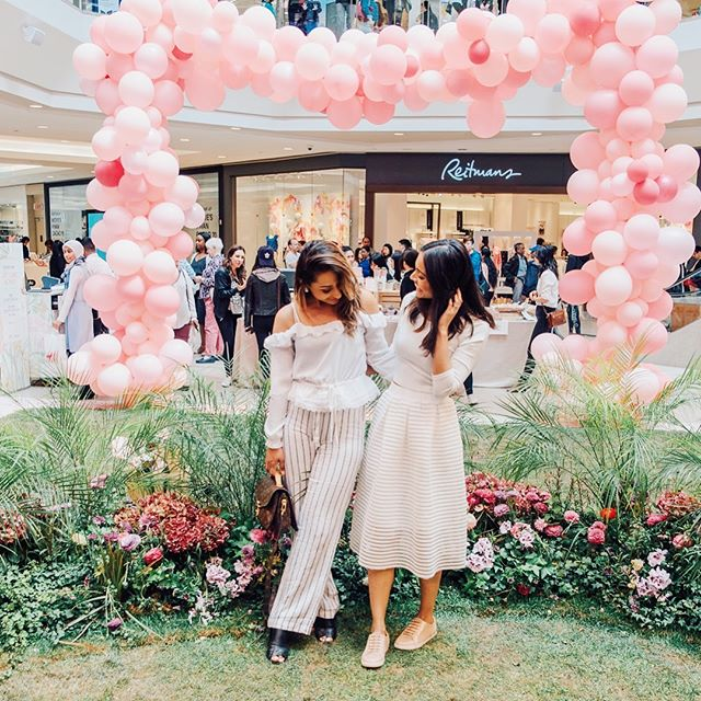 After months of hard work, yesterday we hosted the exclusive Media Preview for the #STCFlowerMRKT and it was a huge success 🌸 - So we decided to share some of our favourite moments! So swipe right to get a sneak peek into what you can expect out of @shopstc & @blossomandbloomshow's Mother's Day Flower Market 🌷 - The installation will be here until May 13th & we'll be sharing photos all week so everyone can enjoy its beauty 💕 - 📷: @abhavphotography - #flowers #floral #blossom #spring #mothersday #flowermarket