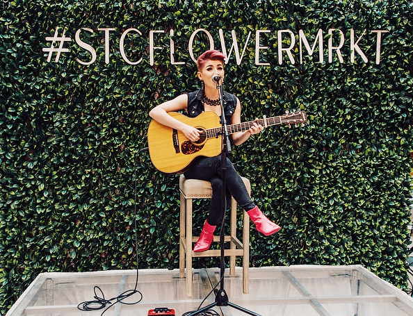 We want to share a special appreciation post for the amazing @tessah_j for performing at the #STCFlowerMRKT all weekend 🌷 - This girl is SO talented! If we could sing even half as well as her then we would be happy 🎶 swipe 👉 to hear her beautiful voice! - If you didn't get a chance to stop by this weekend, don't worry! The beautiful floral installation, vendors and @tessah_j will be here next weekend 💕 - 📷: @abhavphotography - #flowers #floral #blossom #spring #mothersday #flowermarket