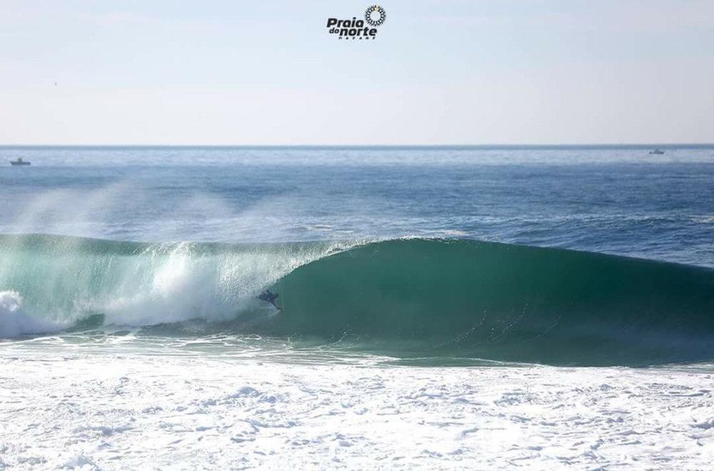 Nuno Mesquita - Praia do Norte - Nazare.jpeg