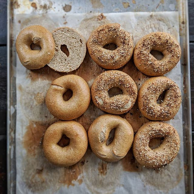 🔥🥯🍩🔥Calling it. Best batch yet! Spelt sourdough bagels with a splash of rye and a generous amount of rapeseed oil.