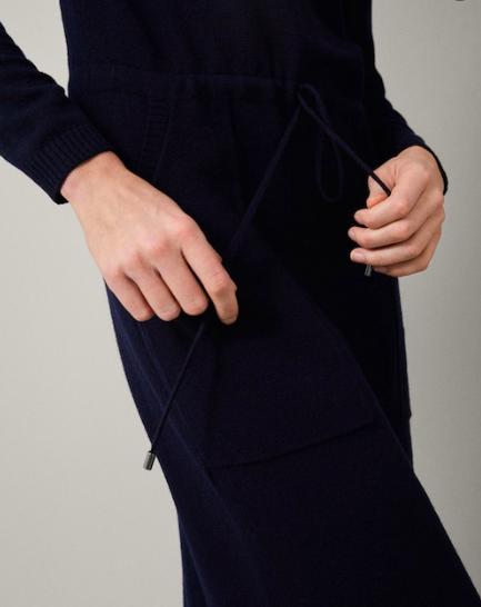 Relaxed drawstring waist detail
