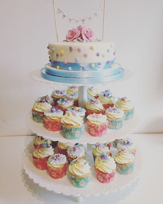 Here are some more wedding cupcakes that Nikki made #tearooms #york  #cake  #cakes #baking  #coffee  #tea #foodie  #instgood #instacake  #catering #yorkshire #homemade #cakery #baking  #vintage  #vintagetearoom #bake #food  #independent  #instafood #foodpics #local #cakesd #freshfromtheoven #wedding #cupcake #cakesdlicious #mrandmrs