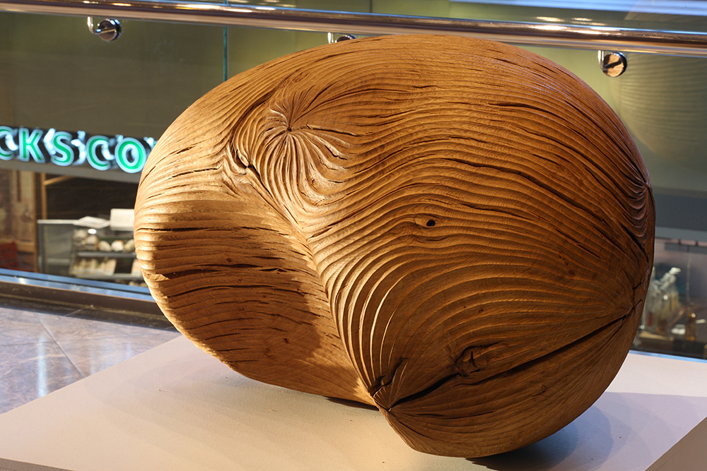 Kidney I,   The Ripple Effect (2008).  1 Canada Square, Canary Wharf, London. Photo: Heini Schneebeli