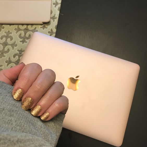 rose gold laptop & gold nails