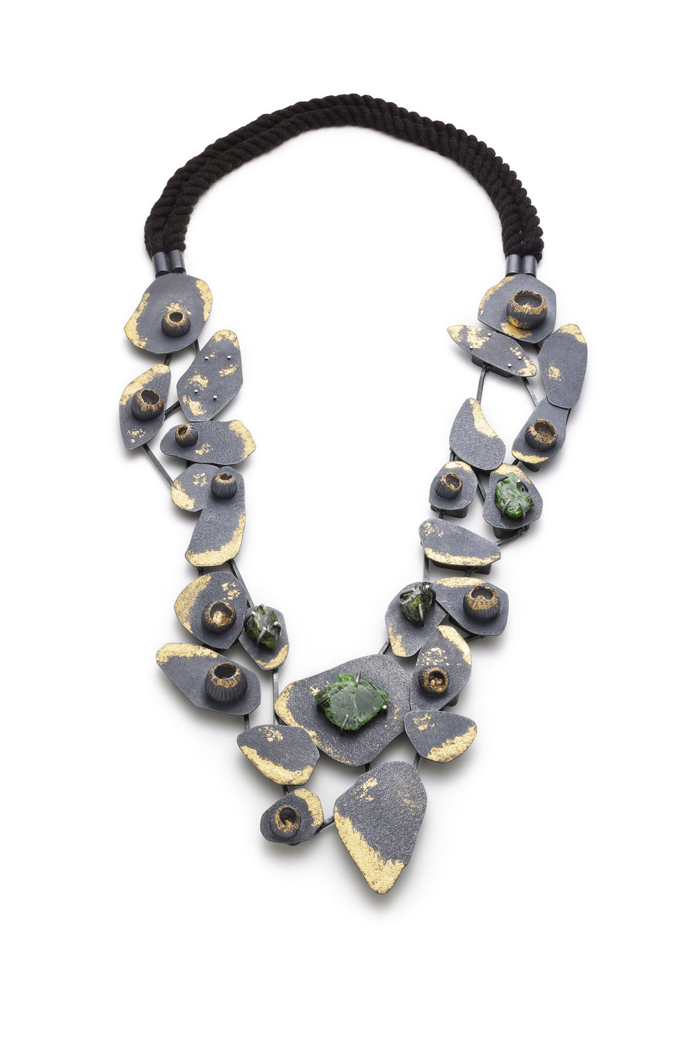 Sabrina Couillard  Maman, collection Résilience familiale   Neckpiece (2018) Sterling silver, 23k gold leaf, chrome diopside