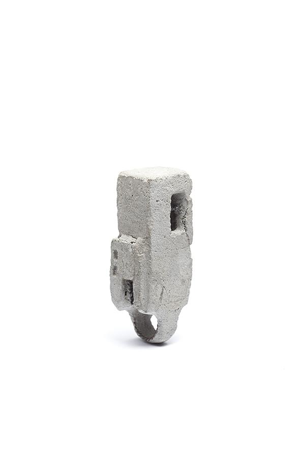Bague béton/Concrete ring  (2015) Béton, fer/Concrete, iron Photo: Anthony Mclean