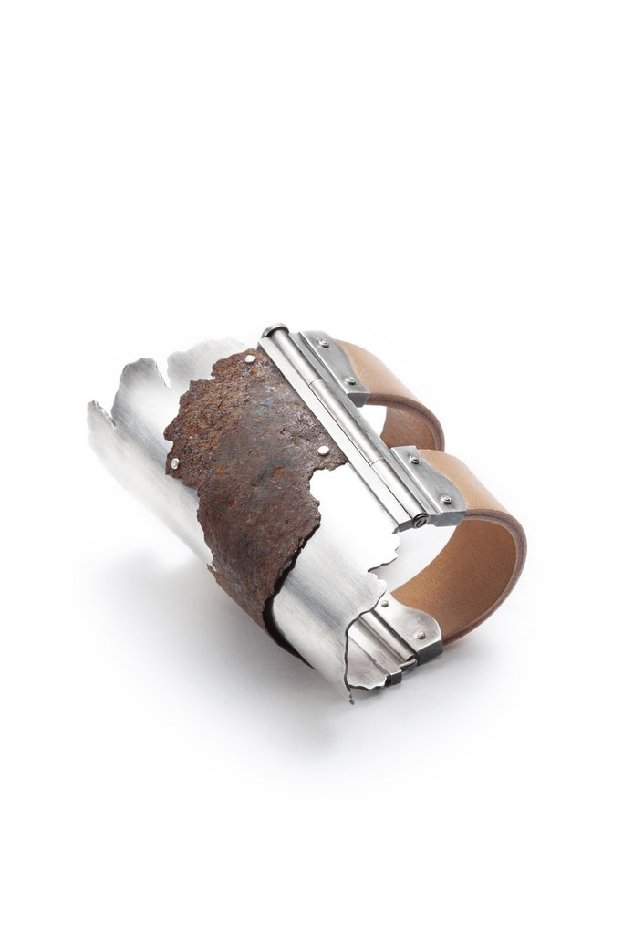 Étreintes à Manéa 2  bracelet (2018) Rust, sterling silver, natural leather