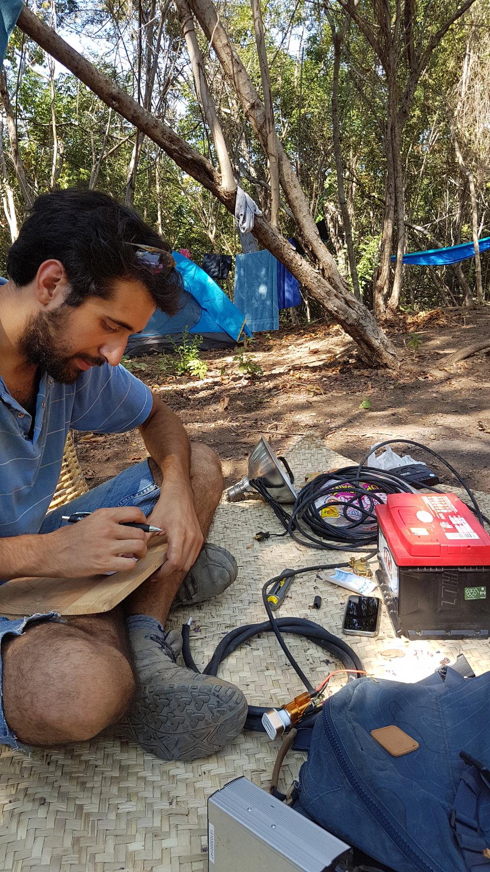 Mathieu - Mathieu es de Francia y asistió a Earthship Academy, así como a las clases de Aircrete, pero lo más importante es que es un increíble ingeniero. Ha sido un gran colaborador del orfanato y aún lo ayuda a crecer